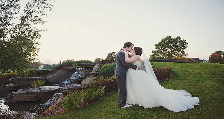 Grand Rapids Outdoor Wedding Photos StoneWater